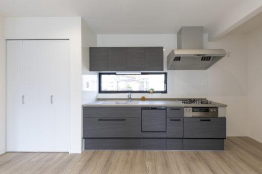 人造大理石単板&シンクのキッチン。マルチグリルを備えたハイグレードガスコンロが標準装備!