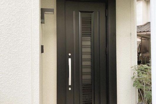 玄関ドアリフォーム。たった1日のリフォームで快適に!家の顔である玄関が美しく生まれ変わります。R2.9施工。1日間。